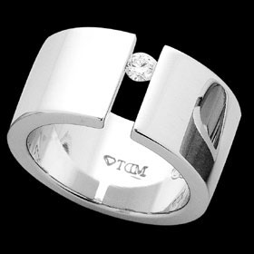 C117 - 18ct white wide tension ring
