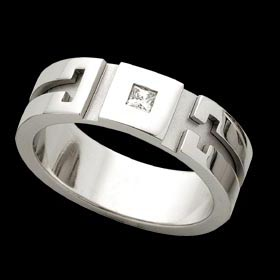 C480 - 18ct white gold gents petterened ring