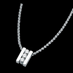 C610---18ct-white-gold-bar-set-pendant