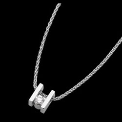 C611---18ct-white-gold-bar-set-pendant