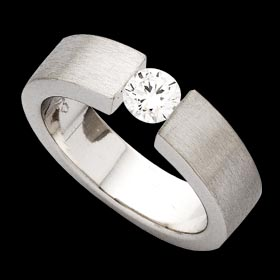 c364 - 18ct white gold ring