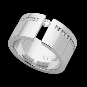 c617 - 18ct white gold wide ring