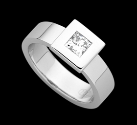c920 - 18ct white gold ring