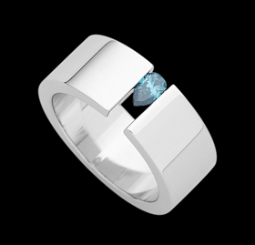 c924 - 18ct white gold wide ring