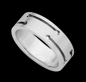 c929 - 18ct white gold gents patterned ring